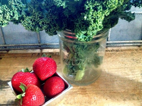 strawberry kale green smoothie